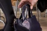 Абитуриентка рева в нощта на бала! Остави чантата на стол в ресторанта, след секунди я намаше
