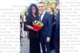 Абитуриент от НХГ покани за дама на бала учителката си по български език и литература, дефилира с папийонка с имената на двамата