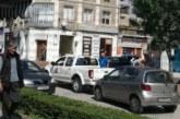 Първо в struma.bg! Зрелище в центъра на Гоце Делчев! Русокоса дама се натресе в кола на ВиК