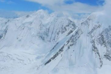 Лоши новини! Ураганни ветрове бушуват в района на връх Еверест, ако се е окопал в снега, Боян има шанс да оцелее