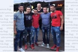 Изненадаха футболната легенда Славчо Павлов с приятелски мач за ЧРД, облякоха тениски с името му