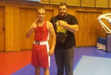 """Най-тежкият треньор Д. Косанов изведе до втора титла най-младия шампион на БК """"Пирин"""""""