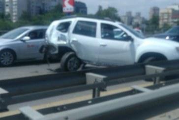 Зверска катастрофа окървави Цариградско шосе! Има тежко ранени, задръстването е огромно
