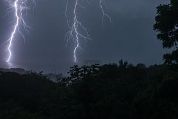 Синоптиците предупреждават: Дъжд и гръмотевични бури тази нощ в Западна България