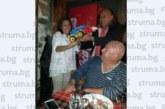 Подариха багер играчка на кметица на санданско село за ЧРД