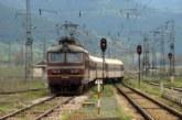 Пътници в шок! Мъж скочи от бързия влак София-Кулата