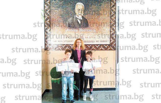 Учителката по английски Е. Ефтимова: Децата ми ползват компютър единствено с образователна цел, ще им разреша да си направят Фейсбук профили, когато станат на 18 години
