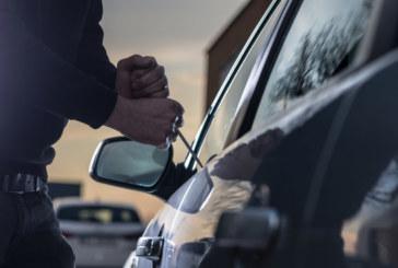 Полицай гледа и не вярва на очите си! Крадец потегли с личния му автомобил