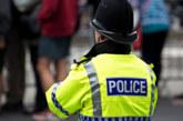 Въоръжен мъж взе заложници в търговски център в Южна Англия