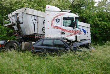 Удар между тир и кола затвори пътя Варна-София