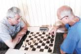Опозиционер се развихри на шах в Хаджидимово, 66-г. пощаджия №1 сред местните