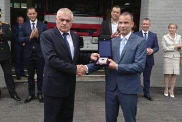 Министър Радев откри обновената сграда на полицията и пожарната в Сандански, удостои кмета К. Котев с плакет на МВР