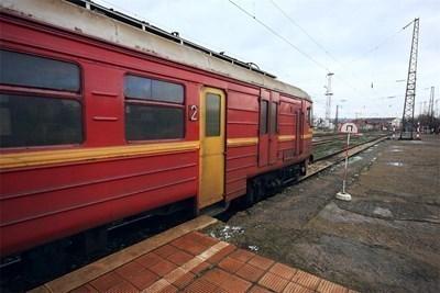 Пламна локомотивът на бързия влак от София за Бургас, евакуират пътниците