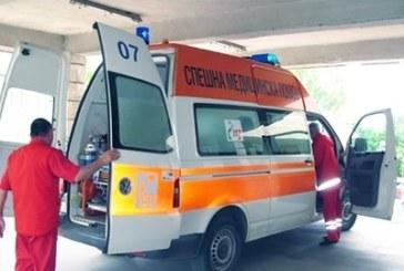 Извънредно! Кола се блъсна в 2 автобуса с деца