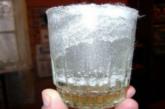 Трябва да го направите! Тест със стъклена чаша показва, дали има негативната енергия във вашия дом