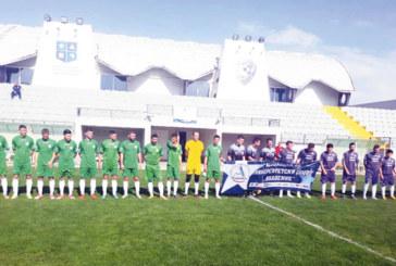 Футболният тим на ЮЗУ се подсилва с национал за решителен мач, в схемата и наставникът на орлетата М. Радуканов