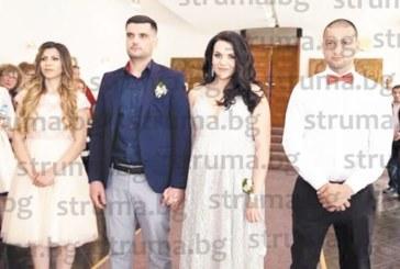 На стилна сватба младоженци се врекоха във вярност пред 60 гости