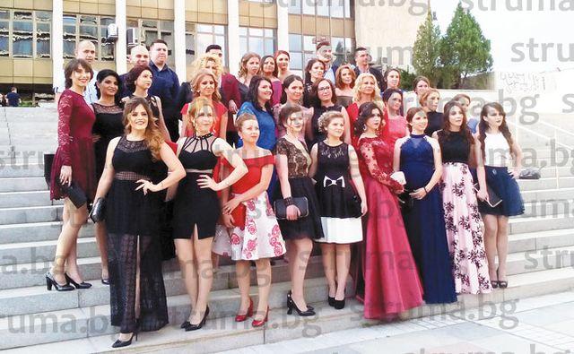 220 абсолвенти на Стопанския факултет дадоха старт на балните фиести в Благоевград