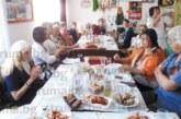 Дамите от руския клуб посрещнаха по руски ветераните от войните в Дупница с песни, водка и… сельодка