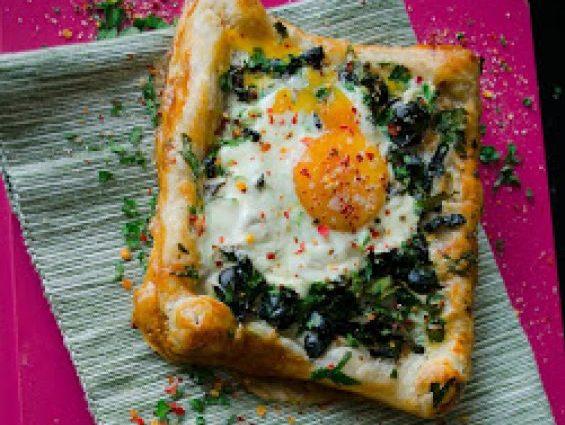 Бутер вкусотийка със зелен лук, маслини и яйце