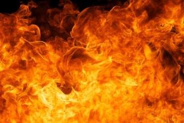 Незагасена цигара запали апартамент, пожарникарите извадиха мъж от пламъцита