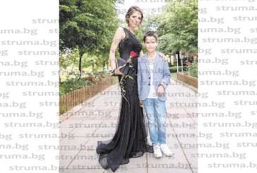 Слънчевото момиче на Професионалната гимназия по икономика в Благоевград Илияна Илиева отпразнува абитуриентския си бал