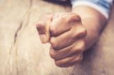 Грозна хулиганска разправия! Мъж удари юмрук на жена