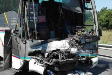 Автобус с 40 деца и лек автомобил катастрофираха край Приморско
