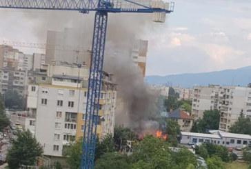 """Огнеборци гасят пламъците в столичния ж.к """"Надежда""""! Има пострадал"""