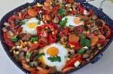 Зеленчуци с яйца на тиган