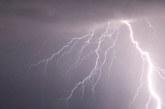 Небето над Благоевград почерня! Гърми и трещи, излива се пороен дъжд