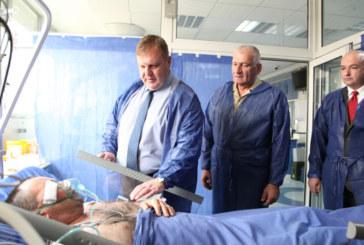 Румен Радев и Каракачанов посетиха Алексей Каменов във ВМА