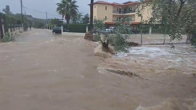 ГЪРЦИЯ ПОД ВОДА! Бедствено положение на Халкидики, отнесени пътища, блокирани курорти