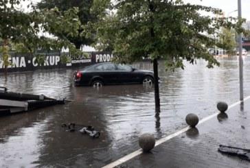 Потоп в Белград, опасност от поройни дъждове за цяла Сърбия