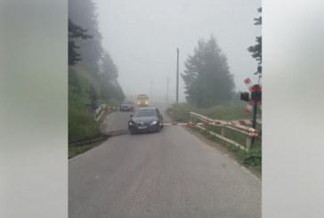 Училищен автобус от Пиринско мина жп прелез на червено, шофьорът пред шефа на РУО Ив. Златанов: Бариерите бяха повредени