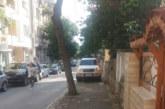 ВЪЗМУТИТЕЛНО! Нахални благоевградчани паркират коли и каруци по тротоарите