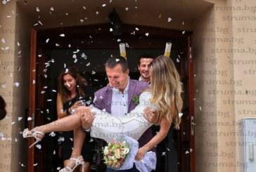 Кметът на Белица Р. Ревански се ожени за прелестната Саня Чаталбашева, кумуваха синът на Ахмед Доган и сестрата на булката