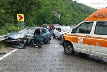 НЕ ТРЪГВАЙТЕ ЗА ГОЦЕ ДЕЛЧЕВ! Две коли и линейка в жесток сблъсък, движението затворено в двете посоки