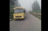 Ето кой е шофьорът на училищния автобус, преминал жп прелез на червено