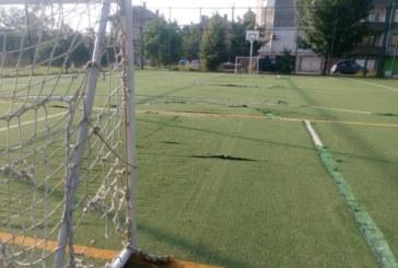 Футболна врата се стовари върху 8 г. дете в  Кюстендил