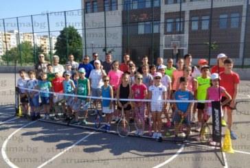 """За четвърта поредна година! Десетки любители на тениса превърнаха """"Струма Къп"""" в спортен празник в Благоевград"""