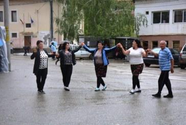 Село Долно Осеново отпразнува най-големия си празник с голяма веселба под дъжда