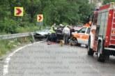 ТЕЖКА КАТАСТРОФА! Пожарникари вадят ранени, три линейки транспортират пострадалите