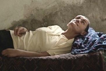 Служители на болница захвърлиха като парцал болна жена на стълбите на селско кметство