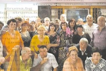 На вълнуваща среща се събраха бивши съученици от благоевградското 4-о ОУ, класната В. Начева ги просълзи