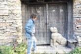 Каменно куче пред дома на писателя Георги Данаилов разбуни духовете в гърменското село Ковачевица повече от настъпващия бетон