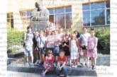 """На раздяла с любимия учител! Учениците от 2 """"а"""" на ІV ОУ """"Димчо Дебелянов"""" в Благоевград направиха емоционален подарък за класната си"""