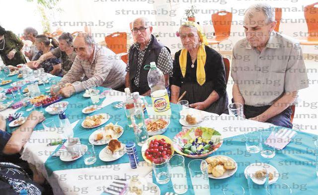Пенсионерите от клуба в благоевградския кв.