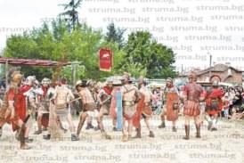 Гладиатори от Рим се включиха в Спартаковите игри в санданското село Склаве
