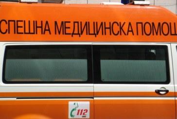 Линейка в жесток сблъсък на пътя! Лекари спасяват колегите си
